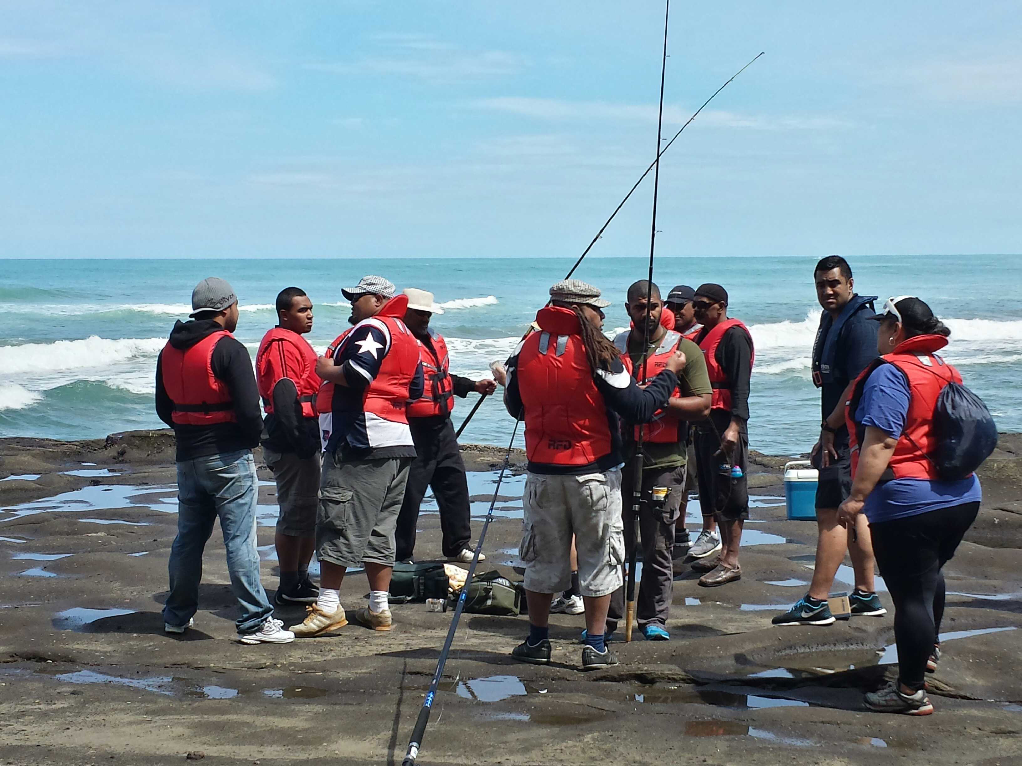 Watch the swells and wear a lifejacket: Auckland rock fishing safety task force